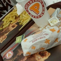 Photo taken at Popeyes by Şevval A. on 3/27/2017