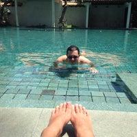 Photo taken at Le Méridien Koh Samui Resort & Spa @ Pool Bar by Ann A. on 6/21/2014
