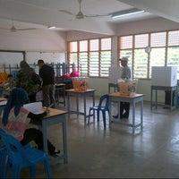 Photo taken at Sekolah Menengah Kebangsaan Tok Sera by Azuar A. on 5/5/2013