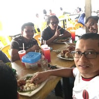 Photo taken at Nasi Kukus Ayam Dara by Sportster Zeaki M. on 1/13/2017