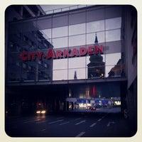 Das Foto wurde bei City-Arkaden von Thomas P. am 7/13/2013 aufgenommen