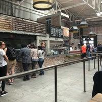 Foto tomada en Pinche Gringo BBQ Warehouse por Zhue E. el 4/14/2018