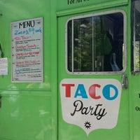 รูปภาพถ่ายที่ Taco party food truck โดย Jeannette L. เมื่อ 5/23/2015