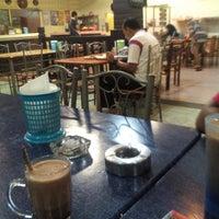 Foto diambil di Restaurant Maharani Indrasempurna oleh Muhammad Izzat pada 9/22/2014