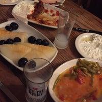Foto tirada no(a) Makara Charcoal Grill & Meze por Nili G. em 5/18/2015