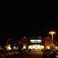 Photo taken at Barnes & Noble by Hayato F. on 10/10/2012