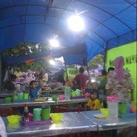 Photo taken at Katupat Kandangan Sop Buntut Rahimah by Ahmad Y. on 7/13/2013