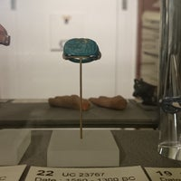 Photo taken at Petrie Museum of Egyptian Archaeology by H R. on 9/25/2014
