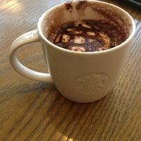 Photo taken at Starbucks (星巴克) by 賞洲 呉. on 5/19/2013