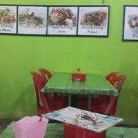 Photo taken at Kedai Makan Tot by Shuhaili S. on 11/22/2014