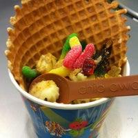Photo taken at Menchie's Frozen Yogurt by Grace S. on 3/22/2013