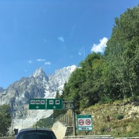 Das Foto wurde bei Traforo Monte Bianco [T1] - Piazzale Sud von Danila O. am 8/7/2017 aufgenommen