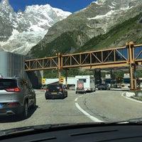 Das Foto wurde bei Traforo Monte Bianco [T1] - Piazzale Sud von Danila O. am 6/20/2016 aufgenommen