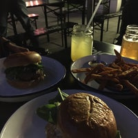 Das Foto wurde bei Otto's Burger von Maximilian H. am 7/24/2015 aufgenommen