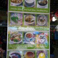Photo taken at Chè Thanh Tâm 稱心甜品店 by Michelle L. on 11/5/2015