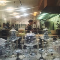 Foto scattata a Chez Dodo - Artisan Macarons & Café da Lilla V. il 12/31/2017