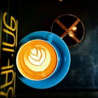 5/21/2015 tarihinde Mithrandirziyaretçi tarafından Rafine Espresso Bar'de çekilen fotoğraf