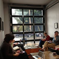 Foto tirada no(a) Stumptown Coffee Roasters por Ross P. em 12/2/2012