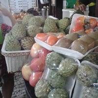 Foto tirada no(a) Kioske Frutas Da Fruta Mercadao por Rogerio M. em 12/20/2012