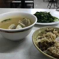 Photo taken at 雙連大鼎米粉湯 by Emma C. on 10/21/2017