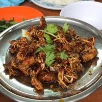 Photo taken at Lai Huat Seafood Restaurant 来发海鲜菜馆 by Pheobe T. on 8/7/2017