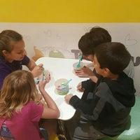 Photo taken at Tutti Frutti Frozen Yogurt by Kelly on 6/10/2016
