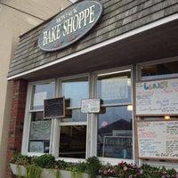 Снимок сделан в Montauk Bake Shoppe пользователем Bryan V. 9/29/2012