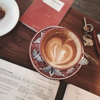 Foto scattata a La Colombe Coffee Roasters da Sunwoo P. il 12/7/2015