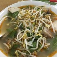 Photo taken at Yen's Vietnamese Restaurant by Andrew L. on 2/14/2017