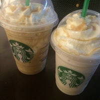 Foto tirada no(a) Starbucks por Gabriela F. em 11/10/2016