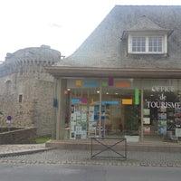 Photo prise au Office du Tourisme de Dinan par Pierre C. le11/19/2012