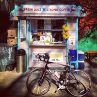 Photo taken at Juicy Lucy's Juice Bar by Rafi S. on 11/17/2012