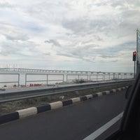 Photo taken at Coastal Highway Seaside by Syahmi J. on 4/5/2017