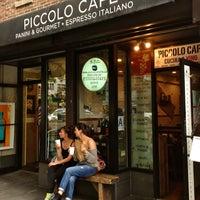 Foto tomada en Piccolo Cafe por The Corcoran Group el 7/2/2013