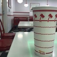 11/2/2017 tarihinde Oscar P.ziyaretçi tarafından In-N-Out Burger'de çekilen fotoğraf