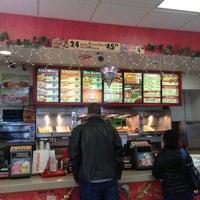 Photo taken at Popeyes Louisiana Kitchen by Omega W. on 12/13/2012