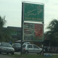 Photo taken at Restoran Aroma Ikan Bakar, Jeram Kuala Selangor by Siti O. on 2/4/2017
