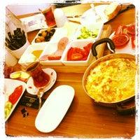 11/17/2012 tarihinde Cihad H.ziyaretçi tarafından Baal Cafe & Breakfast'de çekilen fotoğraf