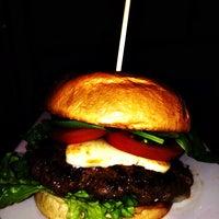 Das Foto wurde bei Holy Burger von Holy Burger am 10/4/2014 aufgenommen
