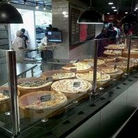 Das Foto wurde bei We, The Pizza von William S. am 4/27/2013 aufgenommen