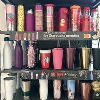 1/3/2017 tarihinde Eliza C.ziyaretçi tarafından Starbucks'de çekilen fotoğraf