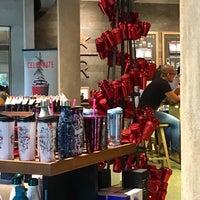 11/26/2017 tarihinde Eliza C.ziyaretçi tarafından Starbucks Reserve'de çekilen fotoğraf