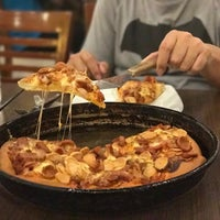 Photo taken at Pizza Hut by Budi P. on 2/26/2017