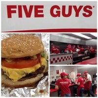 1/20/2015 tarihinde Julien B.ziyaretçi tarafından Five Guys'de çekilen fotoğraf
