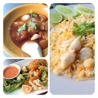 Photo taken at Mueang Thong Crab-meat Fried Rice 1 by Amornrat M. on 1/18/2013