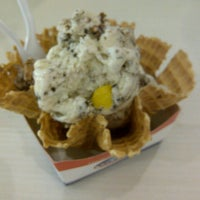 Photo taken at Cold Rock Ice Creamery by tecksoonn h. on 11/3/2012
