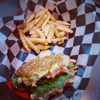 Photo taken at Brody's Burgers & Brews by Joan S. on 10/10/2014