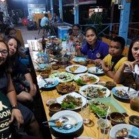 Photo taken at เรือนถาวร Home Stay & Seafood by วาฬน้อย ช. on 4/3/2015