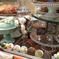Foto tomada en Cafe M por Julie B. el 10/19/2012