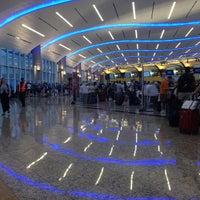 7/13/2013 tarihinde Nicole S.ziyaretçi tarafından Atlanta Hartsfield–Jackson Uluslararası Havalimanı (ATL)'de çekilen fotoğraf